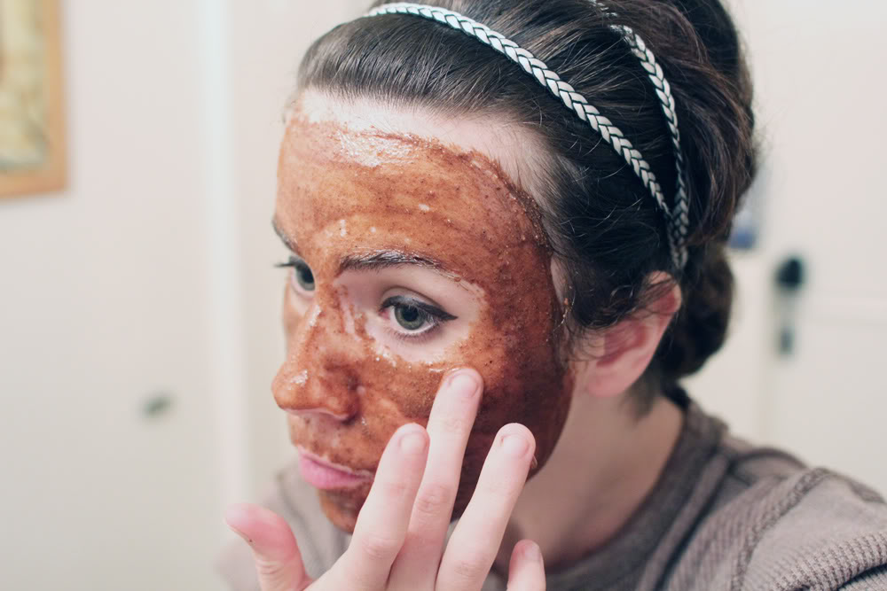 honey-and-cinnamon-face-scrub