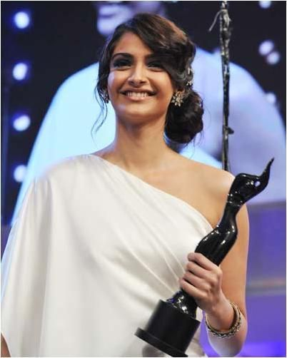 sonam-kapoor-side-bun-hairstyle