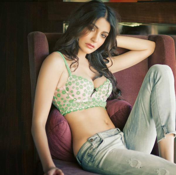Sexy Look of Anushka Sharma