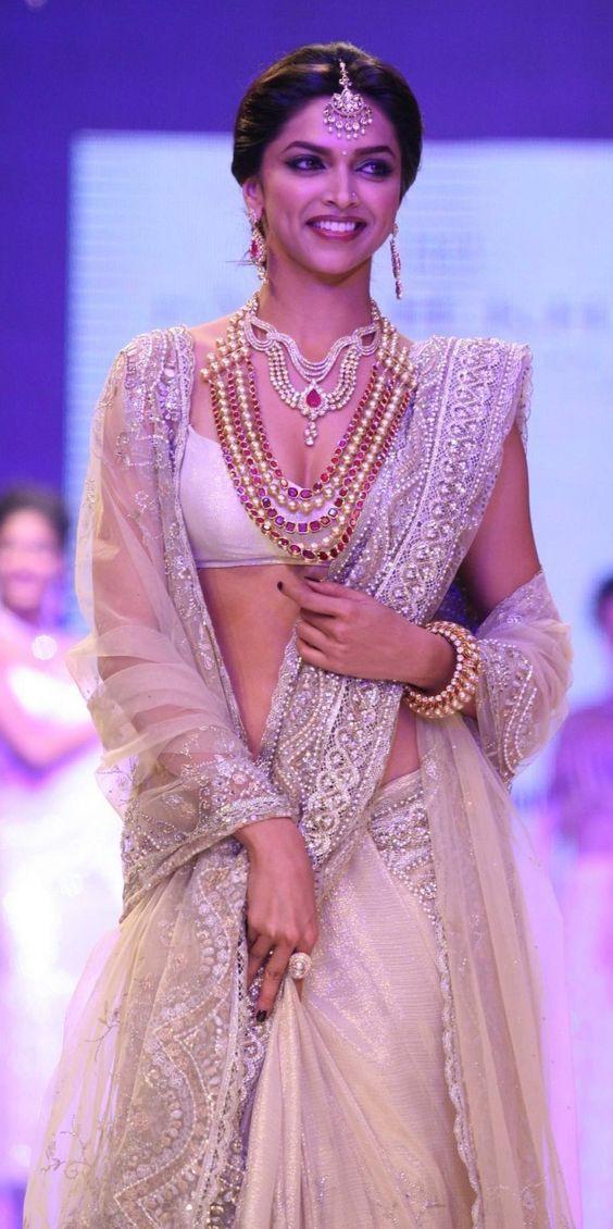Deepika Padukone in Saree_002 - HeSheAndBaby.com